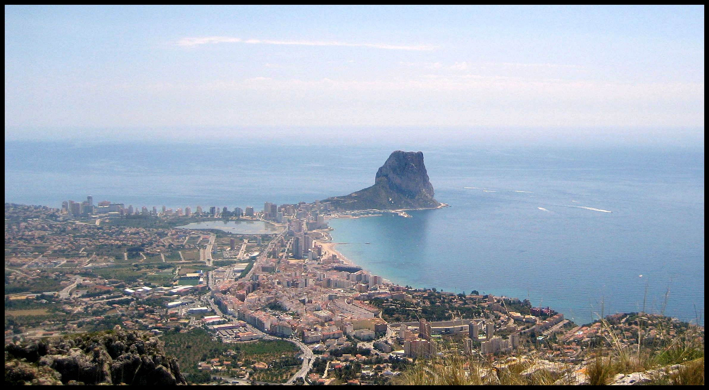 Visit picturesque Calpe, fishing town with the famous ... Picturesque