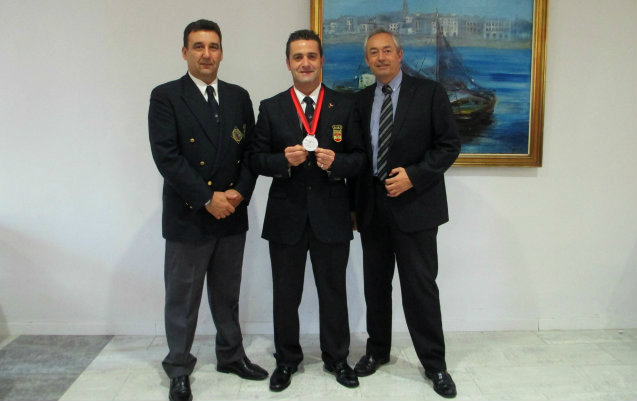 From left to right, J.A. Mena (President of A.B.E. Málaga- Costa del Sol),  F.J. Lucas (World's Cocktail Sub champion), M. Jimenez (Manager of Medplaya Hotel Bali)