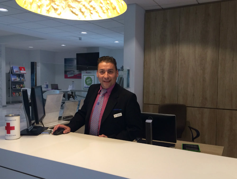 Front desk manager Hotel Riviera