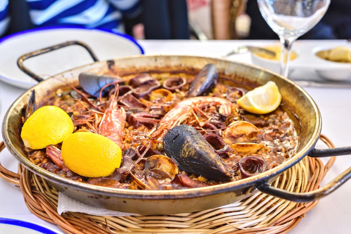 5 comidas típicas del verano en la costa española