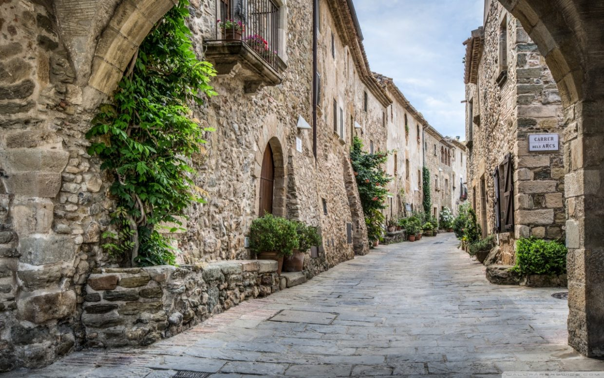 Monells, a trip to the Middle Ages on the Costa Brava
